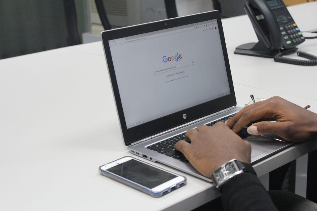 Googleの自然検索流入が減少する一方でDuckDuckGoが増加