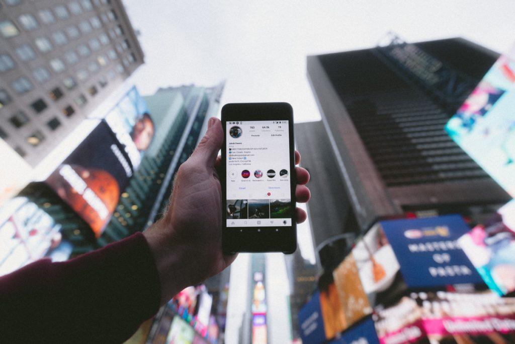 ソーシャルメディア広告費が印刷広告費を初めて上回る