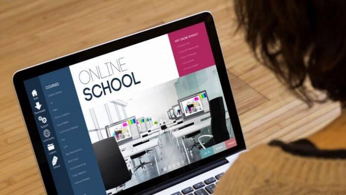 選び方・ポイント②:Webデザインスクールの受講スタイルで選ぶ(オンラインスクール / 通学型スクール)